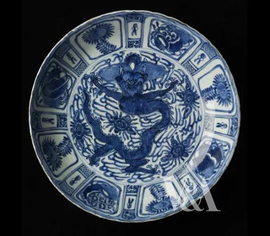 维多利亚与艾伯特博物馆藏明万历《青花克拉克瓷盘》