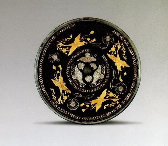 四鸾衔绶金银平脱镜 唐 陕西历史博物馆