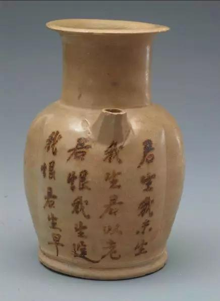 """长沙窑青釉褐彩""""君生我未生""""诗词壶 湖南省博物馆藏"""