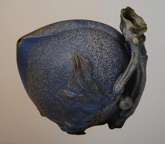 明 宜兴窑桃式砚滴 清宫旧藏 高11.9厘米 现藏于故宫博物院