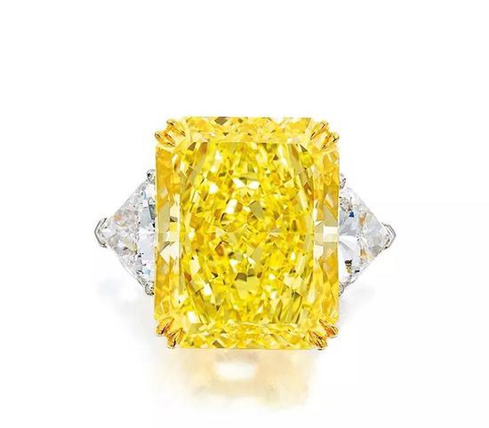 Lot 991   精美27.88克拉天然浓彩黄色VS1净度钻石配钻石戒指   成交价: HK$ 10,270,000