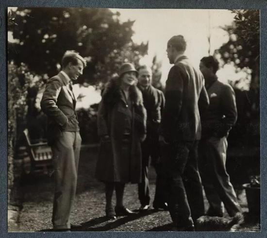 考陶尔德与英国政界、文学界友人的聚会
