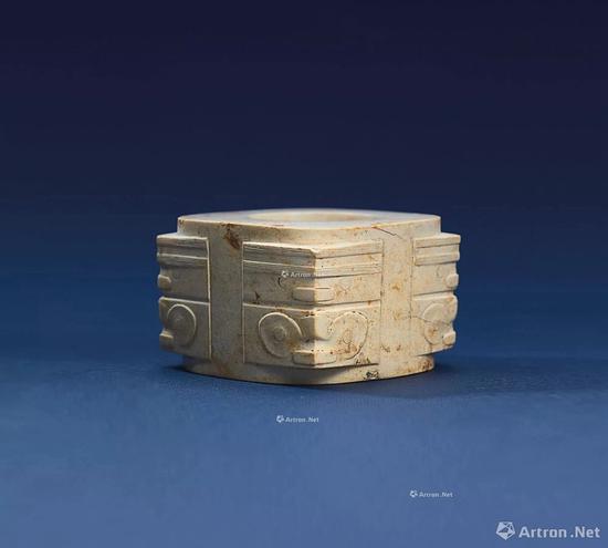 NO.34 良渚文化晚期 约公元前3000-2500年 玉神人兽面纹棕