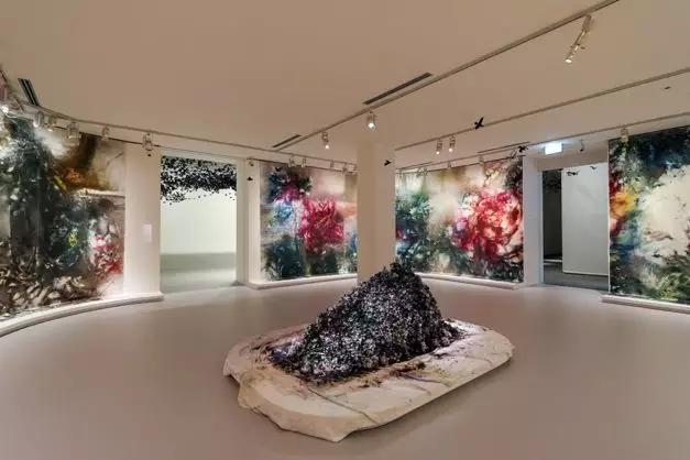 《花瞬一、二》,2019,維多利亞州國立美術館攝影:Tobias Titz