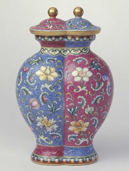 故宫博物院藏清乾隆珐琅彩缠枝莲纹双连瓶