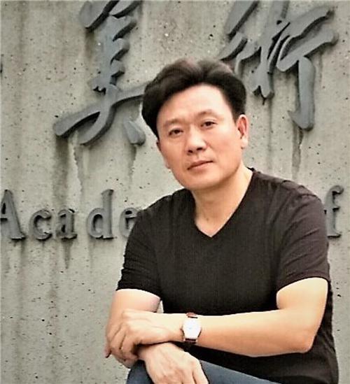 中国美术人物:著名画家耿震