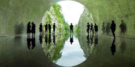 马岩松《光之隧道》,今年艺术祭的新作品