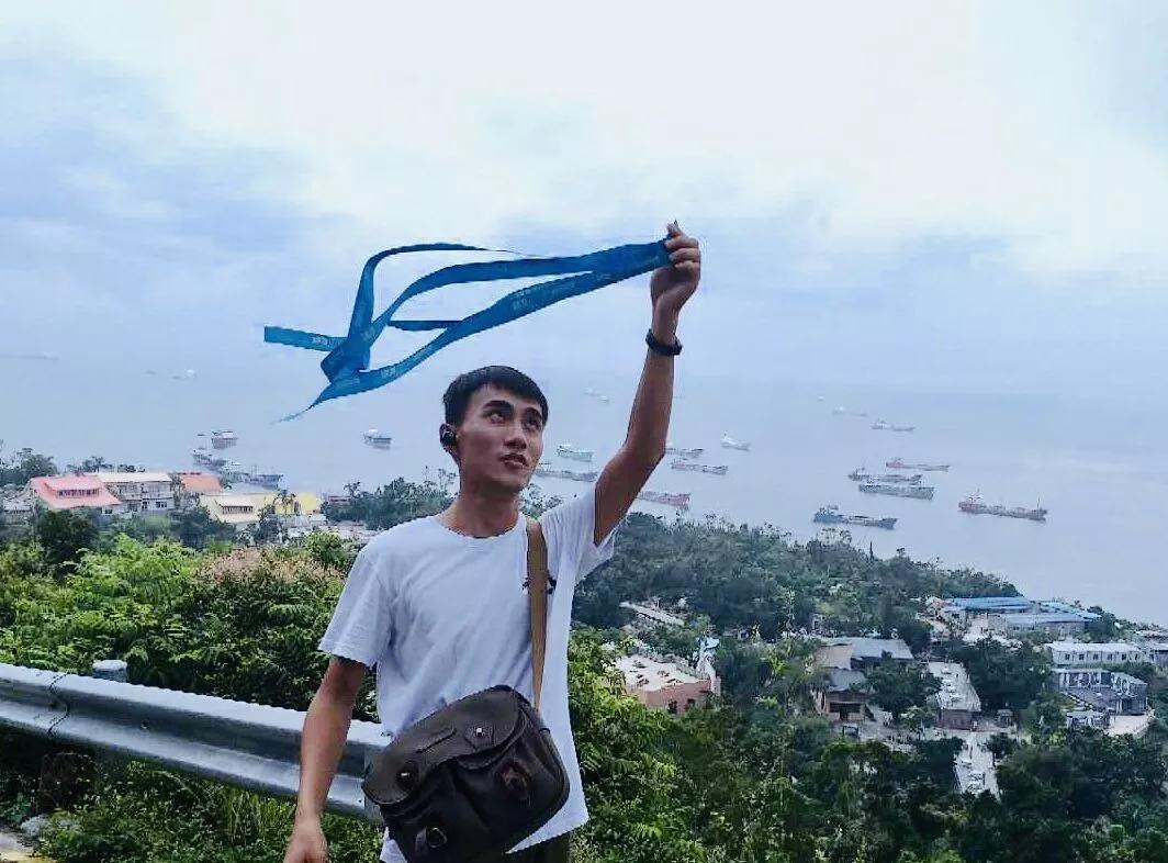 蓝丝带在太行山,女艺术家林江东写生也不忘带着蓝丝带