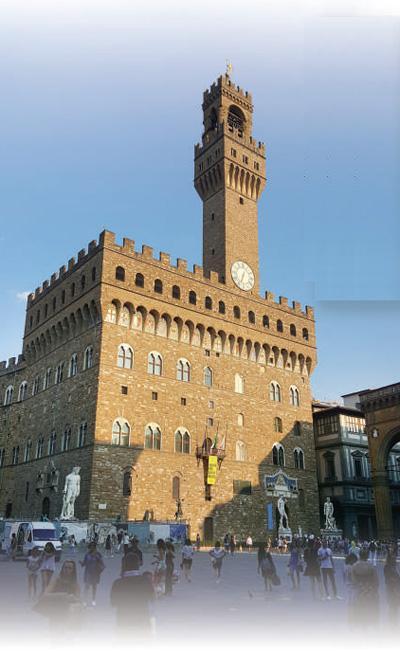 由于保护严格,佛罗伦萨古城区保存完好,吸引大量游客。