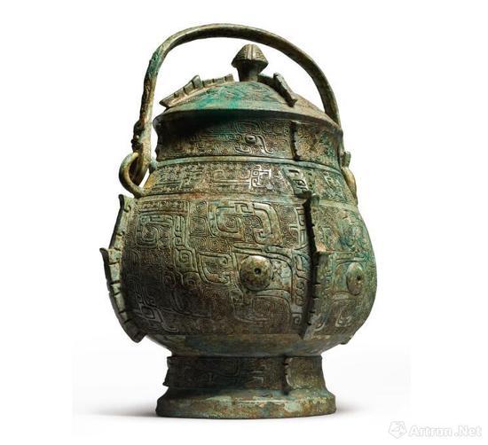 拍品 商殷墟时期 青铜饕餮纹卣