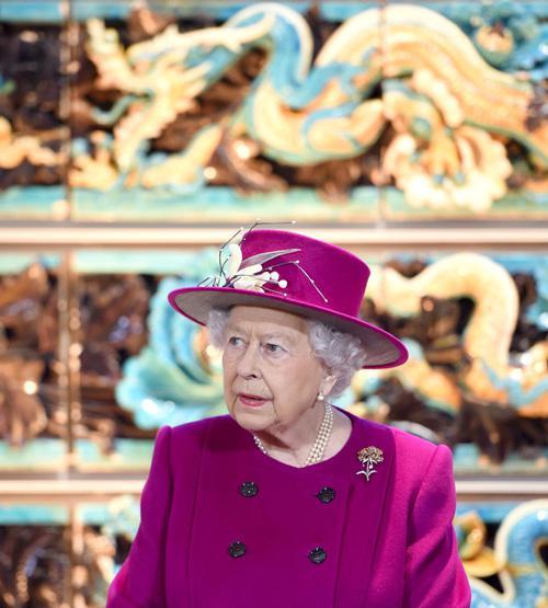 2017年,英国女王参观大英博物馆中国与南亚厅