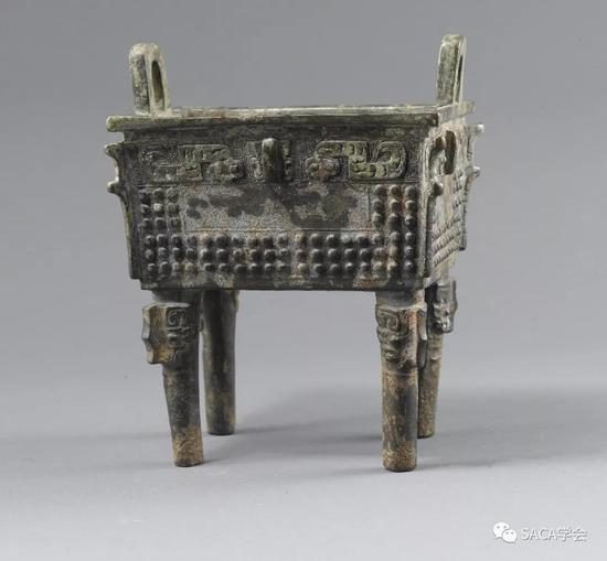 ▲ 员方鼎,上海博物馆藏,蚕纹