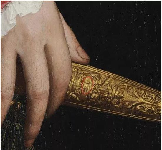"""法国大使让?德?丁特维尔手中的匕首上,刻着数字""""29"""",这表明他当时29岁。"""