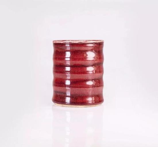 拍品:清中期·红釉笔筒
