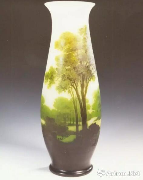 法国加莱白地风景套料瓶(19世纪末)