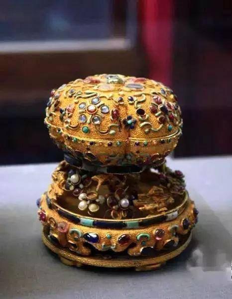金镶宝石香盒
