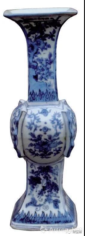 图13 明天启青花花卉纹方花觚 故宫博物院藏
