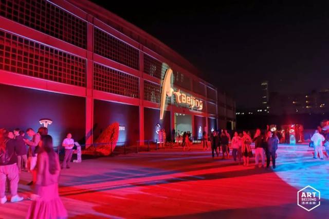五一期间,走进2019艺术北京博览会的现场,感受艺术北京的独特魅力。