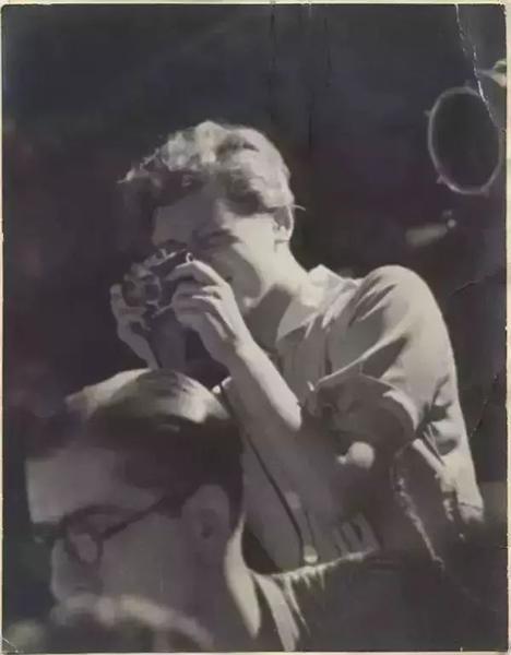 1937年,西班牙,正在拍摄的塔罗