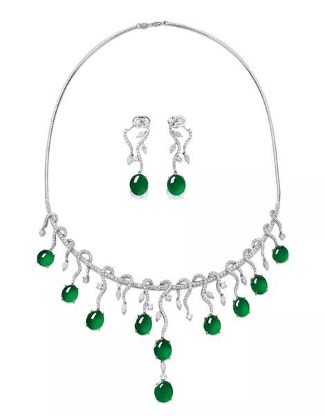 Lot 945   翡翠配钻石项链;及耳环套装   成交价: HK$ 1,628,400