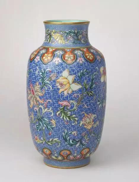 矮胖版的灯笼瓶可以叫冬瓜瓶,高瘦版的则被叫做象腿瓶或者筒式瓶。