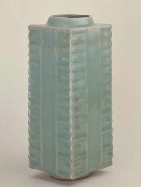龙泉窑青釉琮式瓶 宋 故宫博物院
