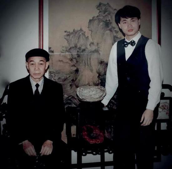 ▲郑尧先生及郑俊民先生,摄于1995年