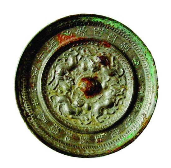 图2。隋代菱花铭文镜