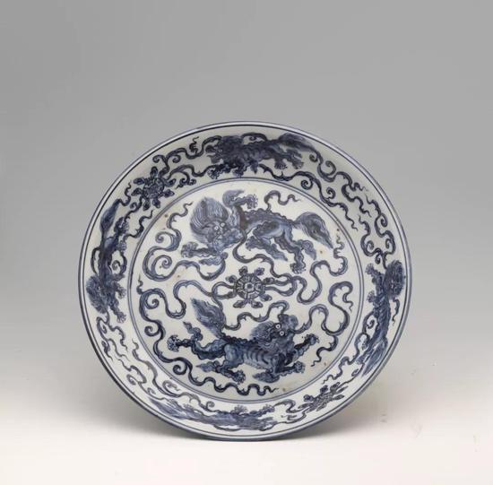 明正统-天顺景德镇窑青花狮球纹大盘 上海博物馆藏