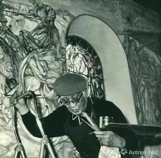 ▲扛住衰老的身体,藤田嗣治亲自为教堂绘制壁画