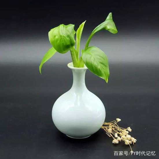 李廷怀出生于河南汝州,儿时的他常听村里的老人讲汝瓷的故事,