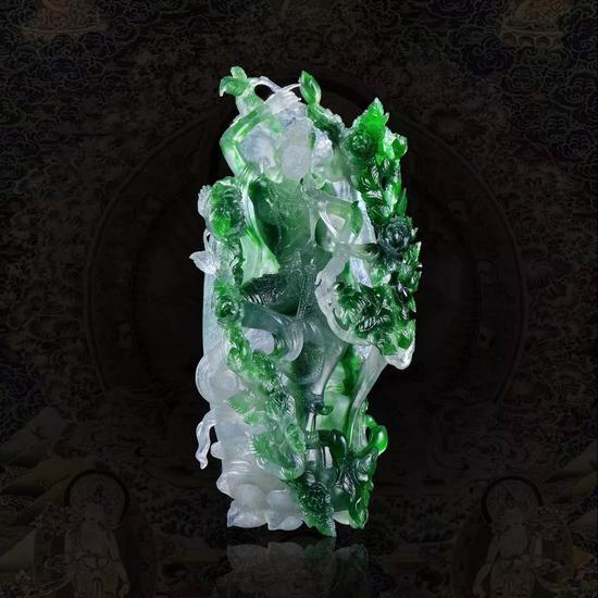 """天然翡翠 """"菩萨""""摆件成交价:RMB 241.5万元"""