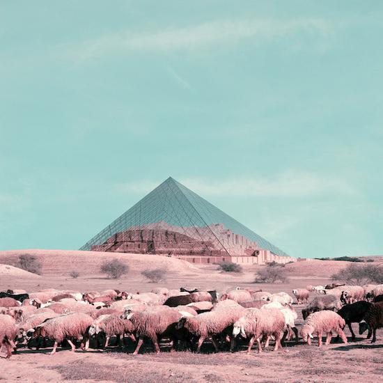 加拿大皇家安大略博物�^和�聿�的玻璃金字塔�c伊朗的世界�z�a位于同一片土地上。