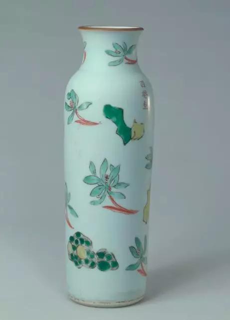 五彩朵兰怪石纹筒式瓶 清顺治 故宫博物院