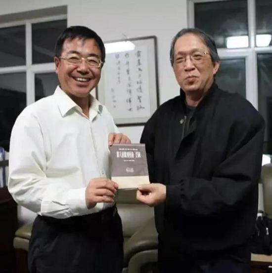 2016年,王纯杰先生和云冈石窟研究院院长张焯
