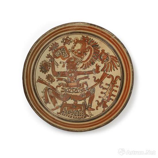 色彩艳丽、形象生动的君王纹陶盘