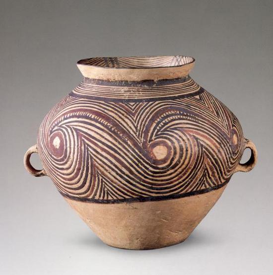 旋涡纹彩陶罐 马家窑文化半山类型(距今4500年前) 甘肃博物馆藏