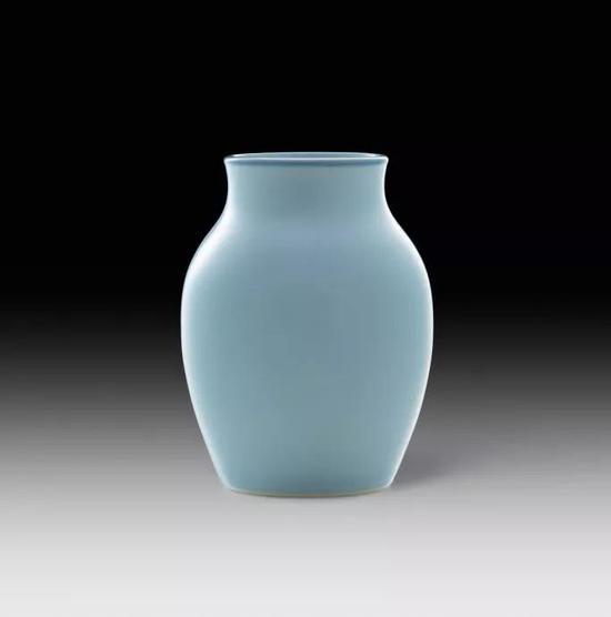 清康熙 天蓝釉瓶《大清康熙年制》款, 高13公分