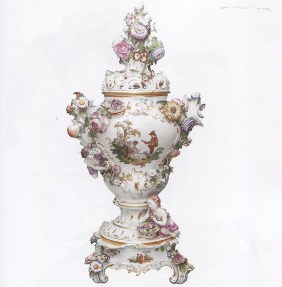 华托式绘画风格花瓶及底座  梅森瓷器博物馆 花瓶:1934年 花瓶底座:1924年