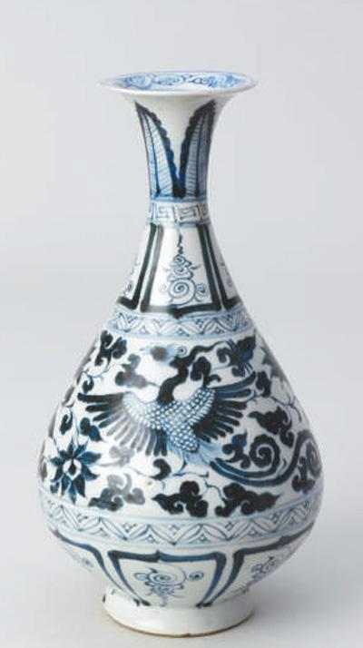 """中华民国国闭架式藏的元朝景德镇窑""""青花双凤纹玉壶春瓶""""。"""