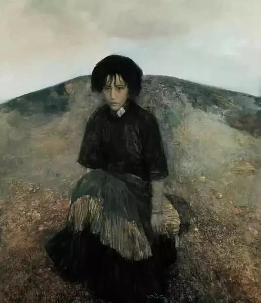 《坐在山旁的女人》