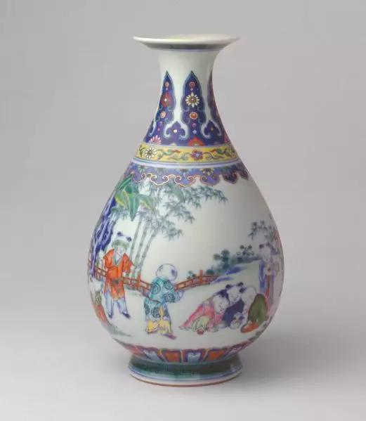斗彩婴戏玉壶春瓶 清乾隆 故宫博物院