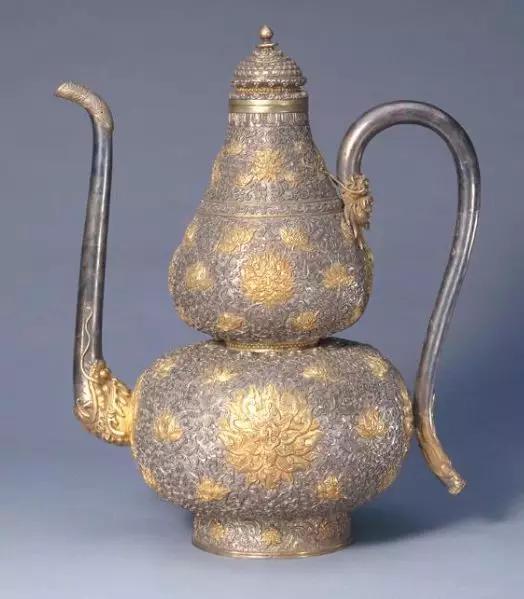 银鎏金錾花葫芦式执壶 清乾隆 故宫博物院藏
