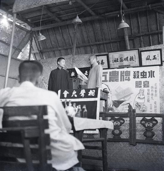 1949年,启明茶社的相声表演, 北京什刹海
