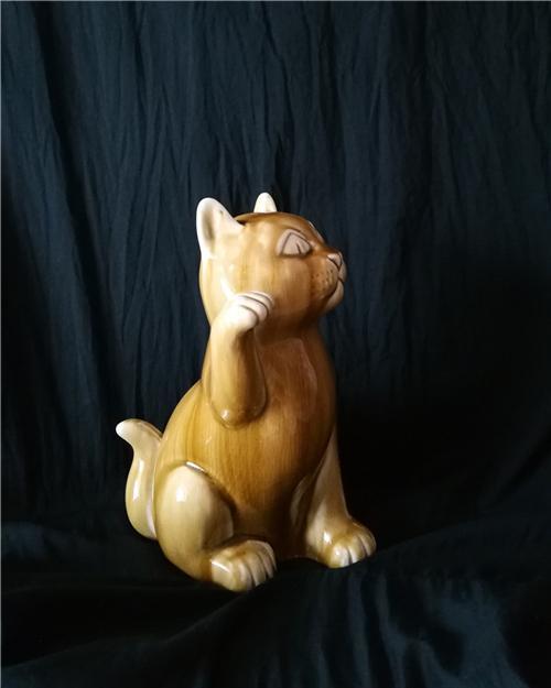 王纯祥《菱眼猫》瓷雕招财猫