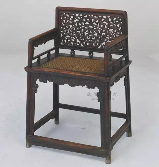 黄花梨六螭捧寿纹玫瑰椅 故宫博物院藏