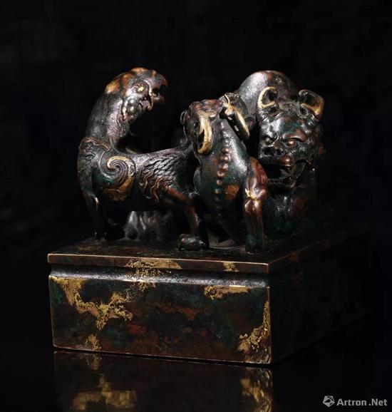乾隆三年(1738年)制 铜点金异兽钮 乾隆御览之宝 宝玺