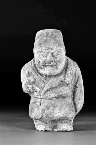 移交的国家二级文物唐代仁陶彩绘男俑 供图/深圳南山博物馆