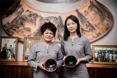 李细妹与留学于日本的秦雨铃师徒合影