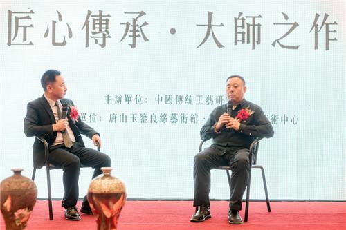张同禄大师(右一)谈60年创作艺术心得